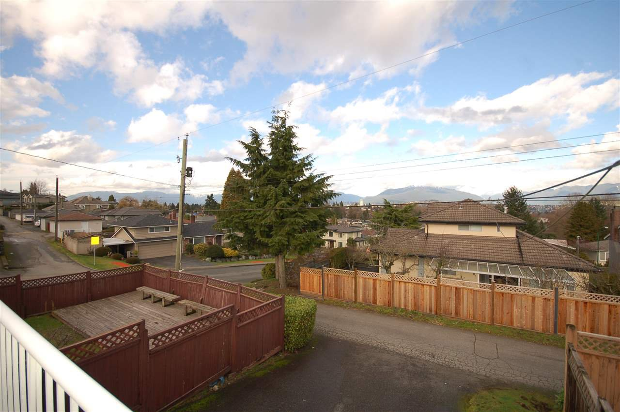 Photo 6: Photos: 4245 HAZELWOOD CRESCENT in Burnaby: Garden Village House for sale (Burnaby South)  : MLS®# R2035246