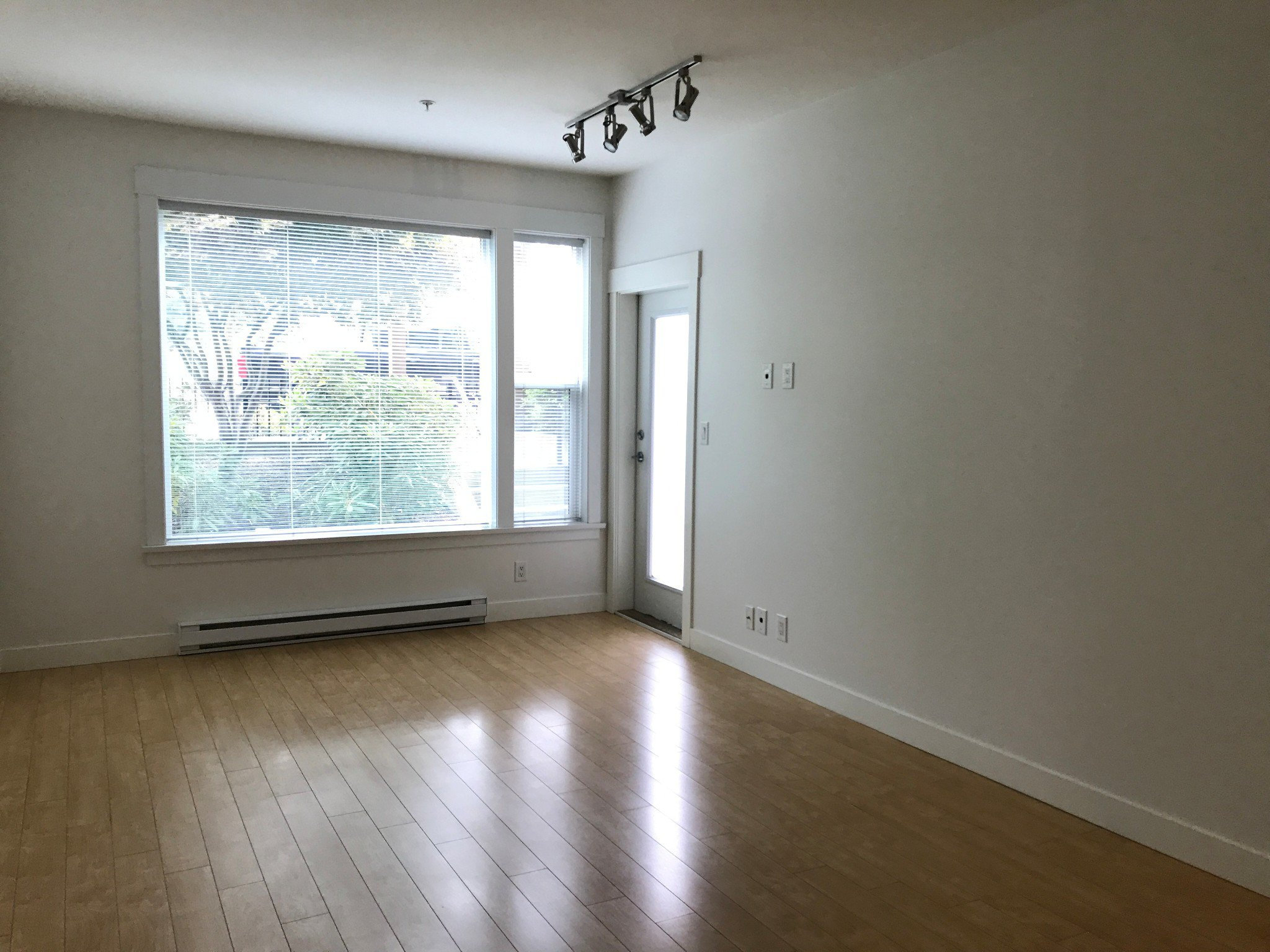 Photo 4: Photos: #114 33539 Holland Ave in Abbotsford: Central Abbotsford Condo for rent