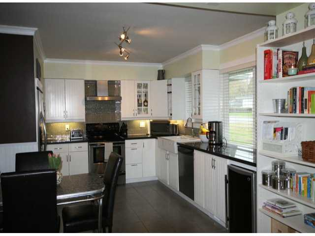 Photo 3: Photos: 17400 58A AV in Surrey: Cloverdale BC House for sale (Cloverdale)  : MLS®# F1304444