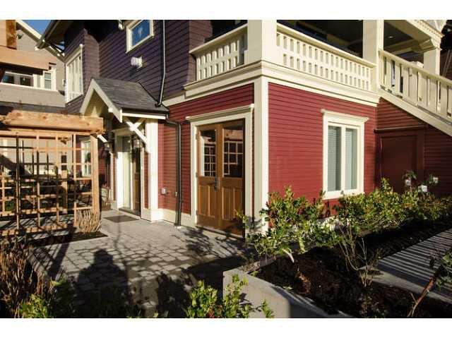 Main Photo: 2437 W 5TH AV in Vancouver: Kitsilano Condo for sale (Vancouver West)  : MLS®# V1053746