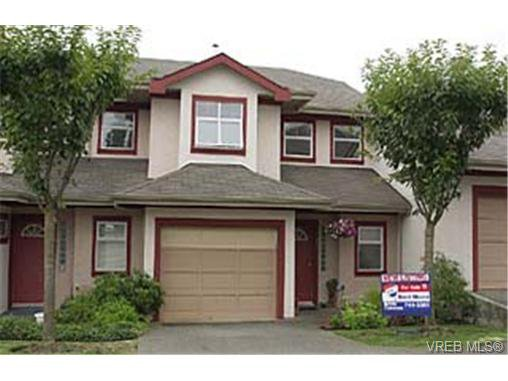 Main Photo: 104 1110 Willow St in VICTORIA: SE Lake Hill Row/Townhouse for sale (Saanich East)  : MLS®# 291201