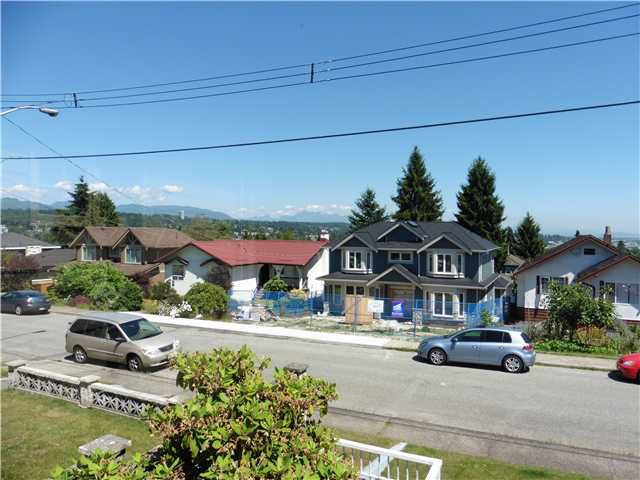 Photo 2: Photos: 507 AMESS Street in New Westminster: The Heights NW House for sale : MLS®# V1074508