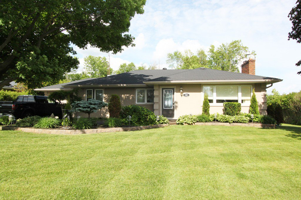Main Photo: 2101 Courtice Road: Courtice Freehold for sale (Durham)  : MLS®# E3231392