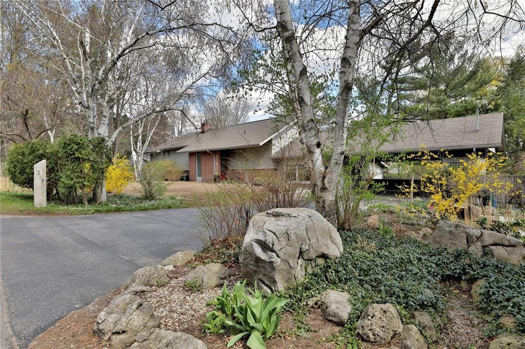Main Photo: 1319 Cumnock Cres in : 1011 - MO Morrison FRH for sale (Oakville)  : MLS®# 30567108