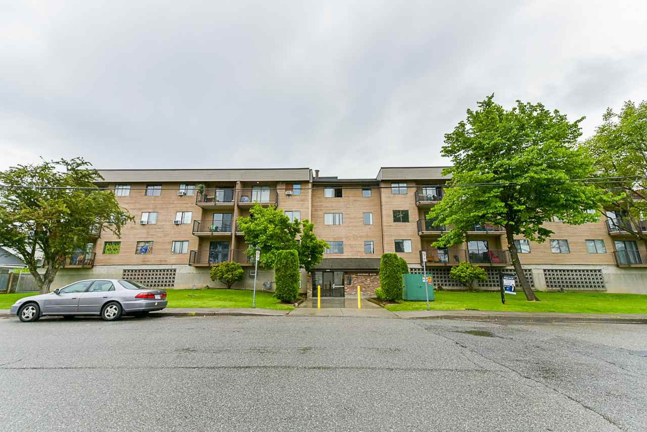 Main Photo: 205 9282 HAZEL Street in Chilliwack: Chilliwack E Young-Yale Condo for sale : MLS®# R2402272