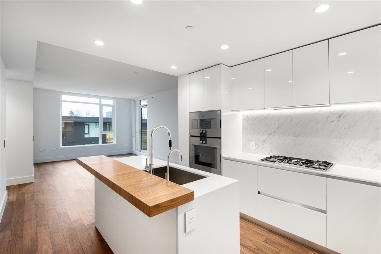 """Main Photo: 508 389 W 59TH Avenue in Vancouver: South Cambie Condo for sale in """"Belpark By Intracorp"""" (Vancouver West)  : MLS®# R2437051"""