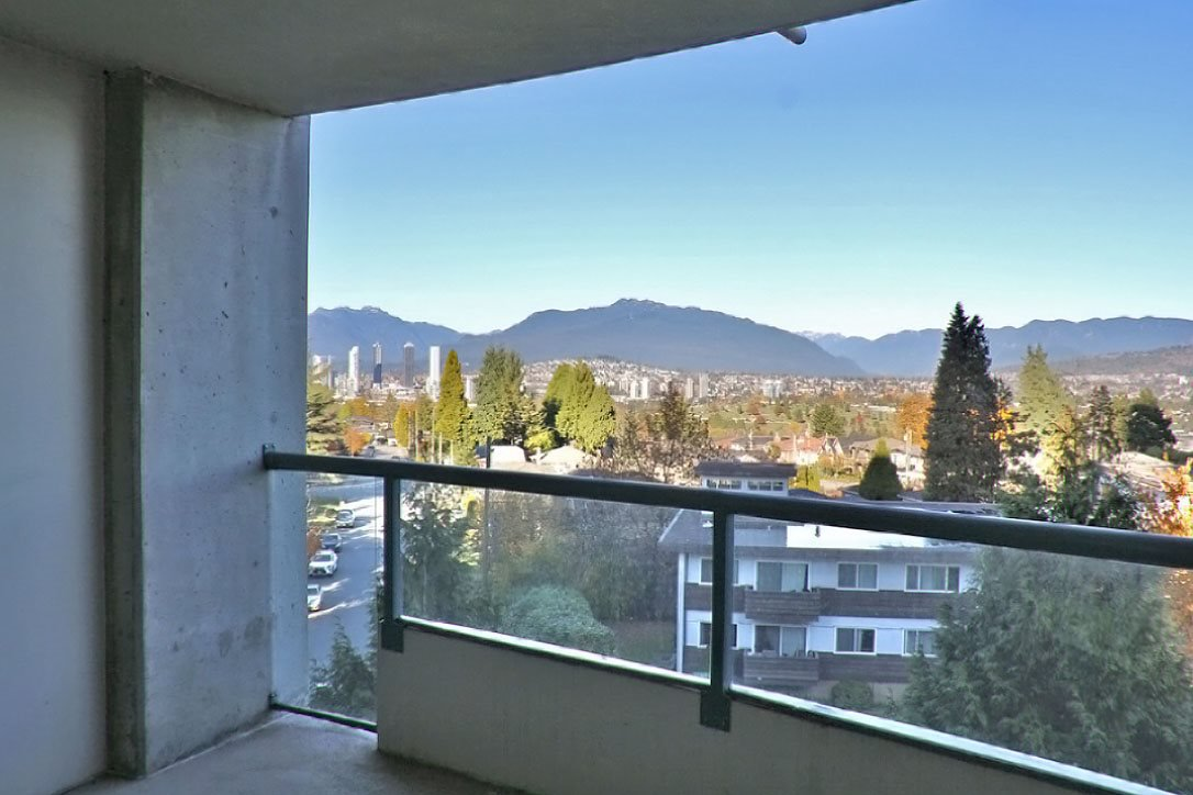 Main Photo: 606 4567 HAZEL Street in Burnaby: Forest Glen BS Condo for sale (Burnaby South)  : MLS®# R2519980