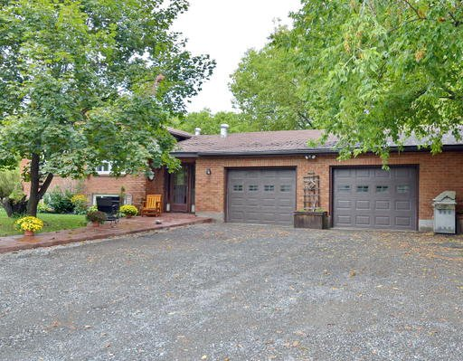 Main Photo: 11 Hawk Street in Kawartha Lakes: Freehold for sale : MLS®# X3304277