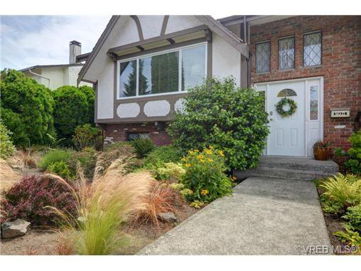Main Photo: 1665 San Juan Avenue in Victoria: SE Gordon Head Single Family Detached for sale (Saanich East)  : MLS®# 368268