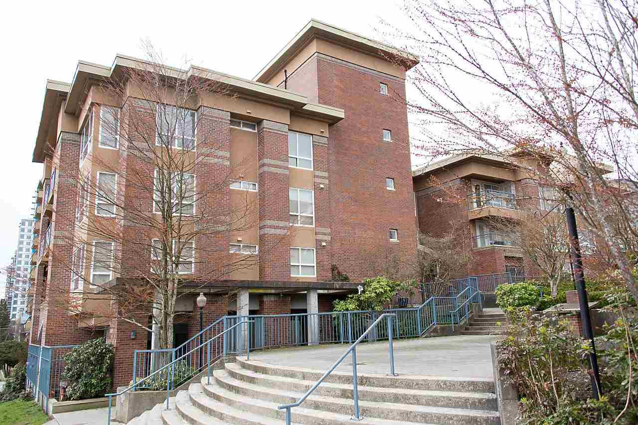 Main Photo: 305 335 CARNARVON STREET in New Westminster: Downtown NW Condo for sale : MLS®# R2153144