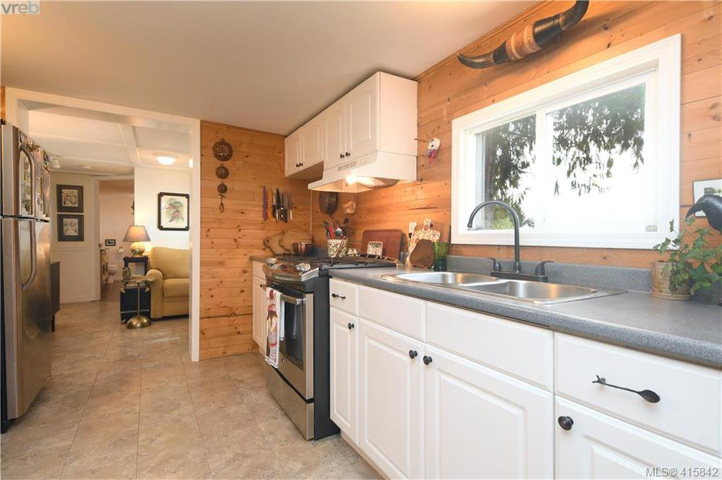 Photo 7: Photos: 7 8177 West Coast Rd in SOOKE: Sk West Coast Rd Manufactured Home for sale (Sooke)  : MLS®# 824859
