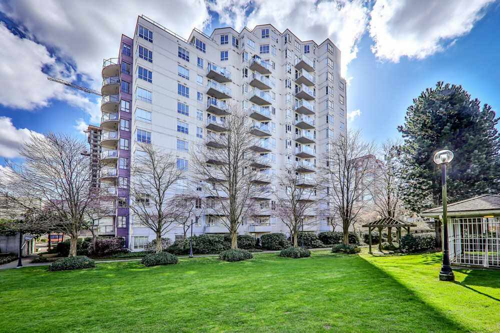 "Main Photo: 806 3455 ASCOT Place in Vancouver: Collingwood VE Condo for sale in ""QUEEN COURT"" (Vancouver East)  : MLS®# R2445235"