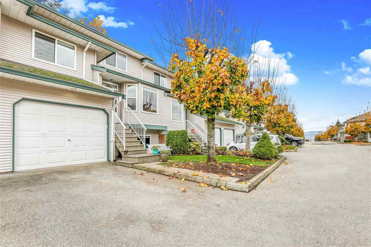 """Main Photo: 19 34332 MACLURE Road in Abbotsford: Central Abbotsford Townhouse for sale in """"IMMEL RIDGE"""" : MLS®# R2517517"""