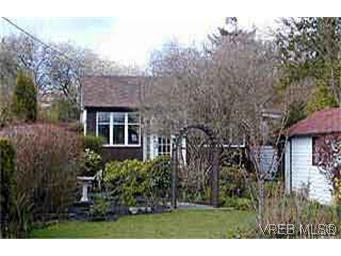 Main Photo: 2832 Shakespeare St in VICTORIA: Vi Oaklands House for sale (Victoria)  : MLS®# 232555