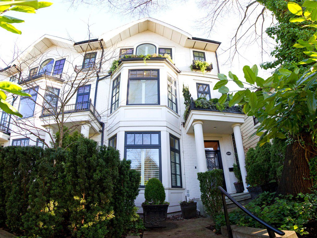 Main Photo: 2580 VINE Street in Vancouver: Kitsilano Townhouse for sale (Vancouver West)  : MLS®# V989268