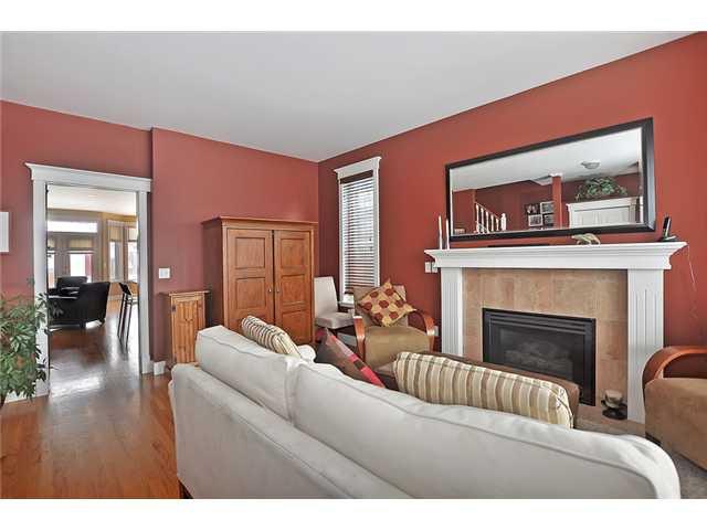 Photo 3: Photos: 1730 1 AV NW in CALGARY: Hillhurst House for sale (Calgary)  : MLS®# C3605924