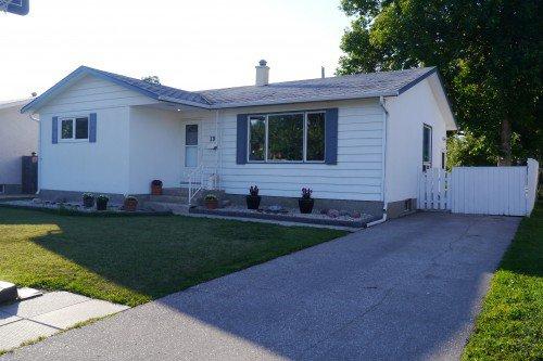 Main Photo: 19 Concord Avenue in Winnipeg: West Fort Garry Single Family Detached for sale (South Winnipeg)  : MLS®# 1419783