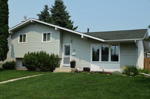 Main Photo: 15 Lakeglen Drive in Winnipeg: waverley heights Single Family Detached for sale (South Winnipeg)  : MLS®# 1603083