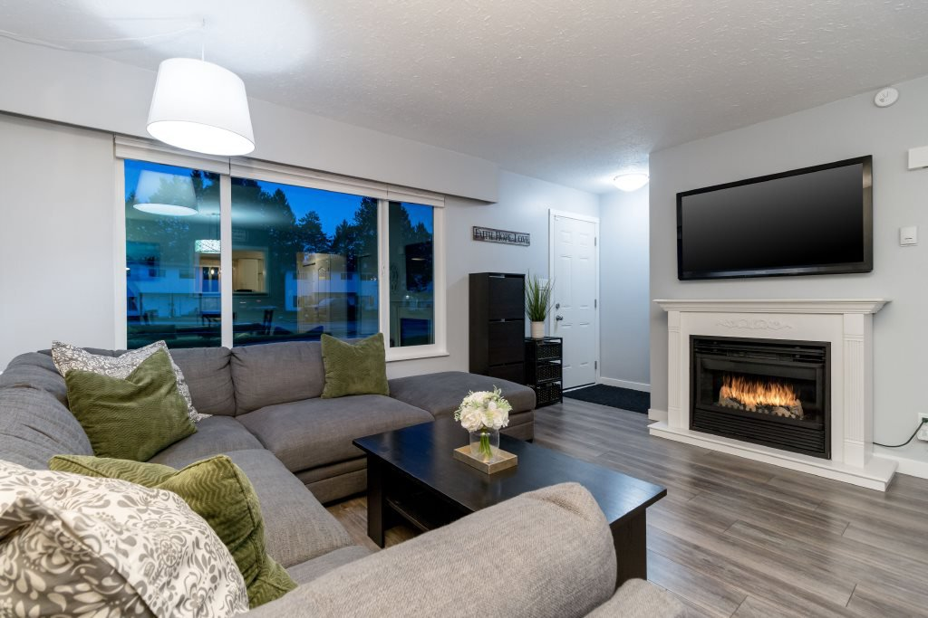 """Main Photo: 21514 MAYO Place in Maple Ridge: West Central Townhouse for sale in """"MAYO PLACE"""" : MLS®# R2431866"""