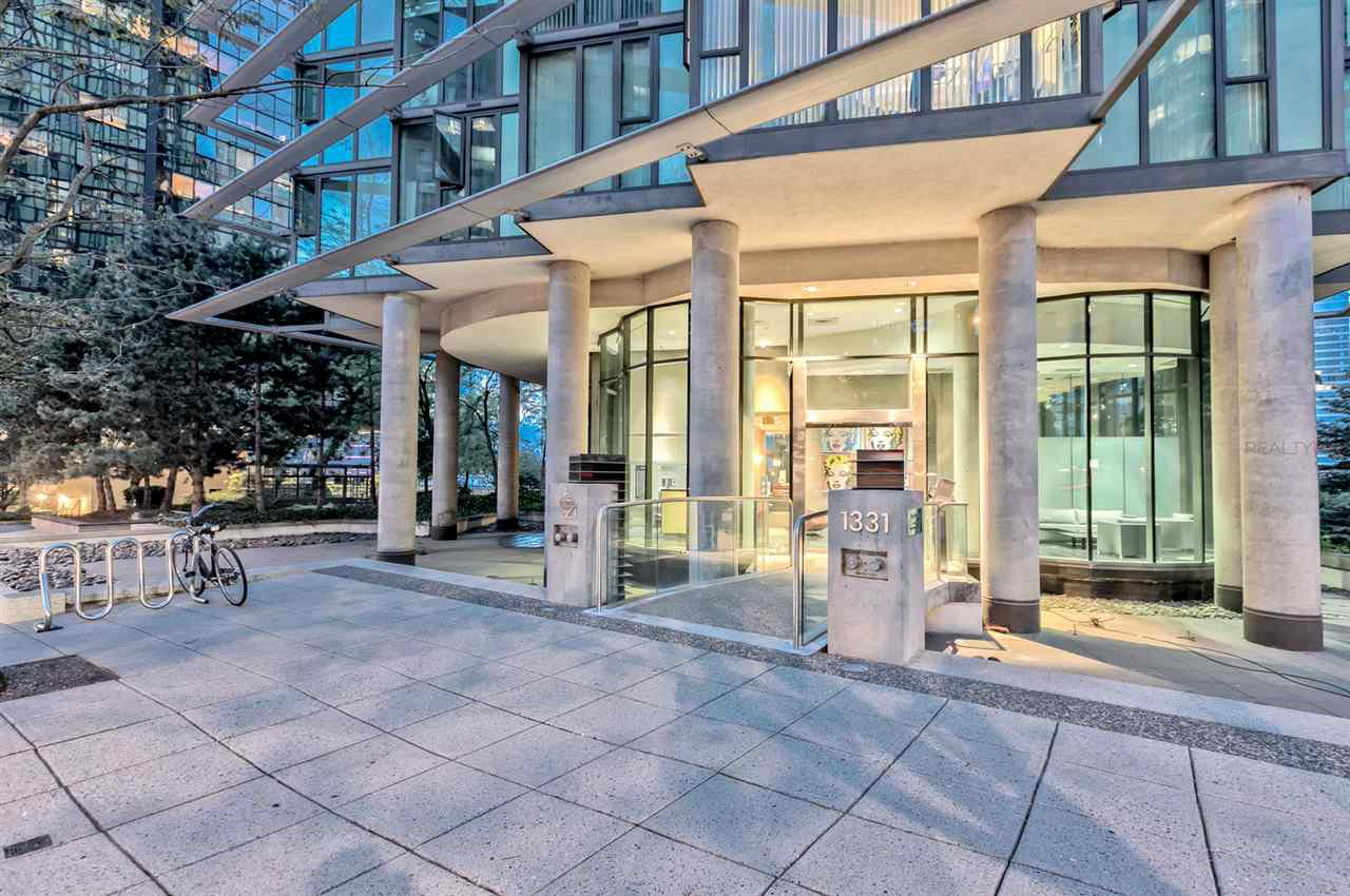 "Main Photo: 807 1331 W GEORGIA Street in Vancouver: Coal Harbour Condo for sale in ""THE POINTE"" (Vancouver West)  : MLS®# R2483635"