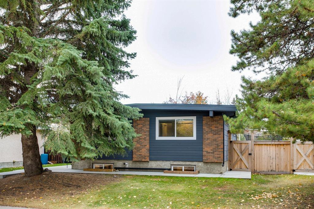 Main Photo: 315 Queen Charlotte Place SE in Calgary: Queensland Detached for sale : MLS®# A1042205
