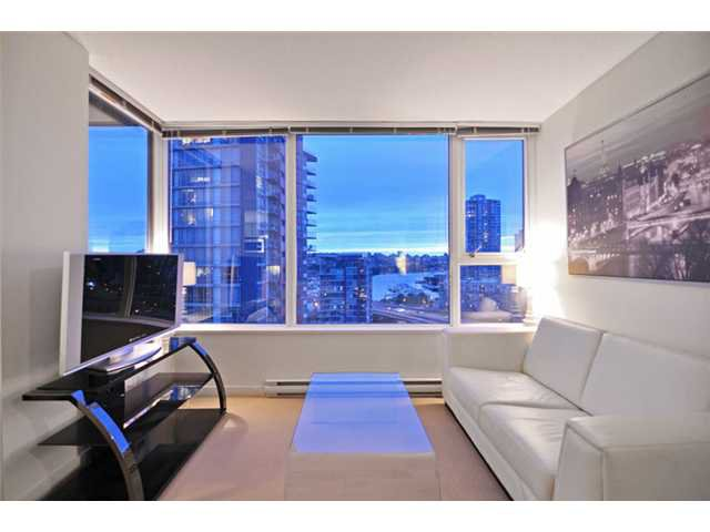 "Main Photo: 1905 33 SMITHE Street in Vancouver: Yaletown Condo for sale in ""Coopers Lookout"" (Vancouver West)  : MLS®# V954984"