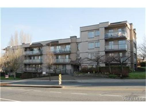 Main Photo:  in VICTORIA: Vi Hillside Condo for sale (Victoria)  : MLS®# 458142