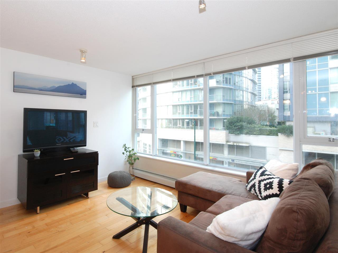 Main Photo: 306 618 ABBOTT STREET in : Downtown VW Condo for sale : MLS®# R2340667