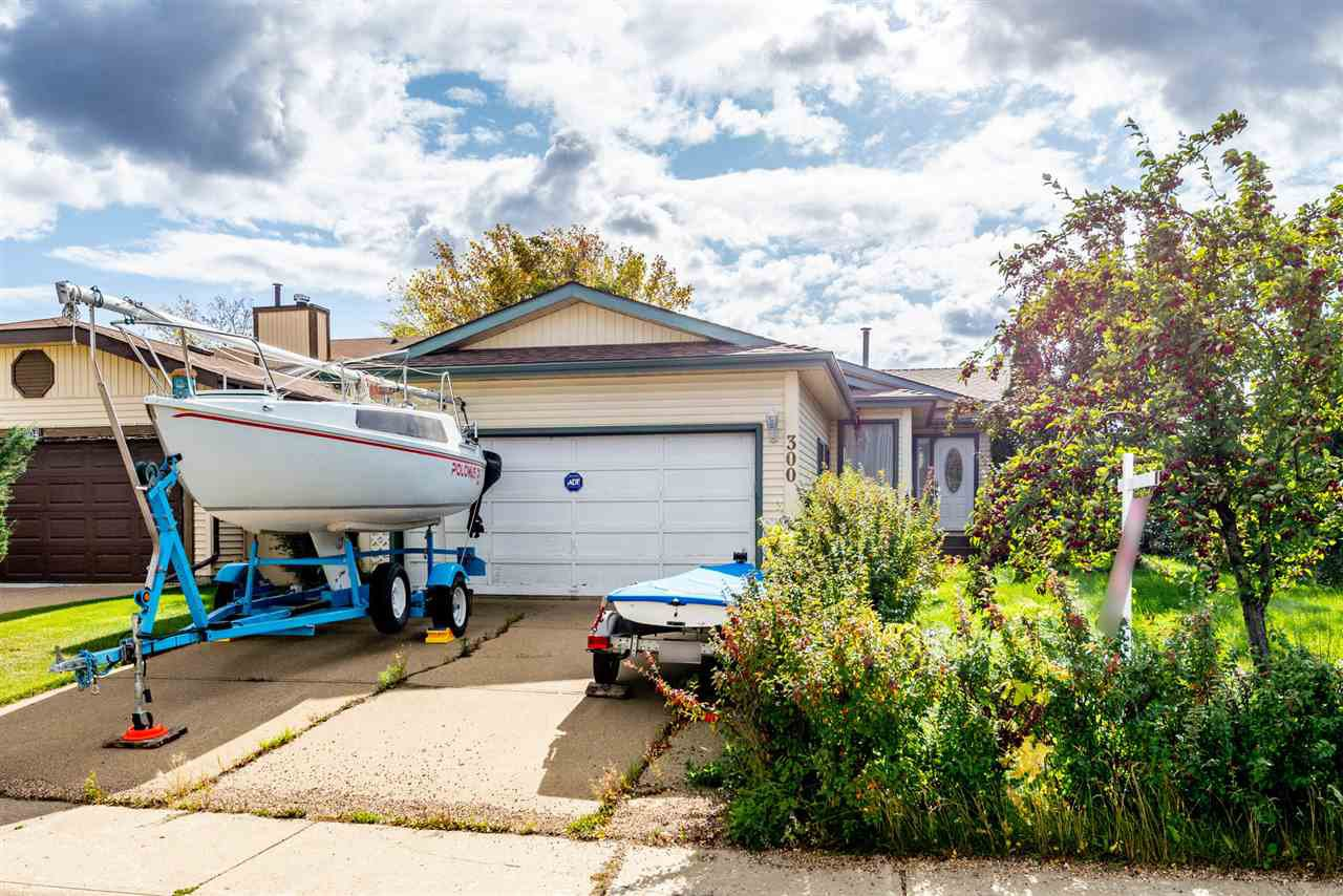 Main Photo: 300 WARWICK Crescent in Edmonton: Zone 27 House for sale : MLS®# E4173938
