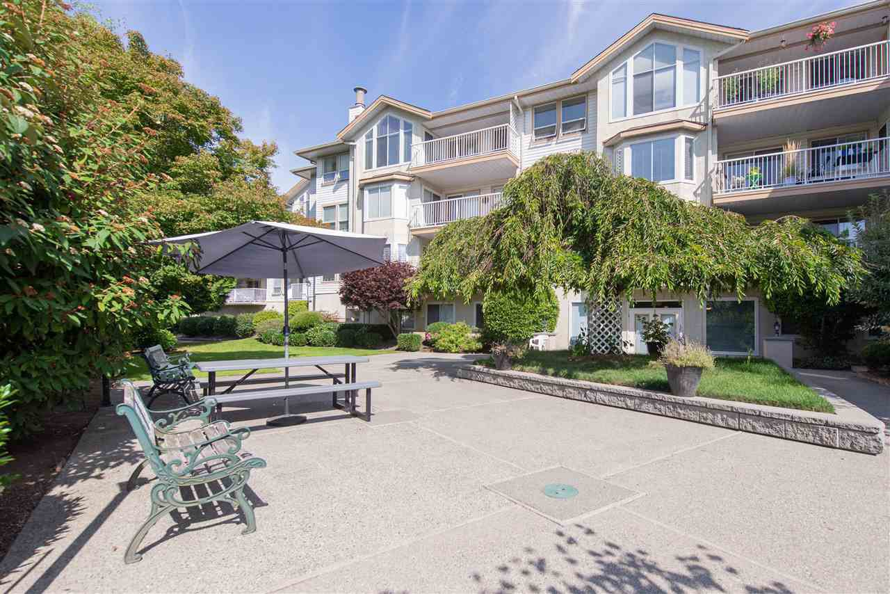 Main Photo: 106 20600 53A AVENUE in Langley: Langley City Condo for sale : MLS®# R2398486