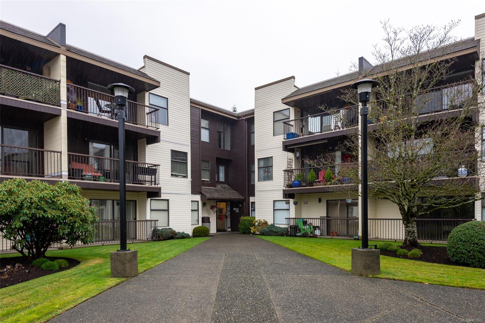 Main Photo: 215 585 S Dogwood St in : CR Campbell River Central Condo for sale (Campbell River)  : MLS®# 861840