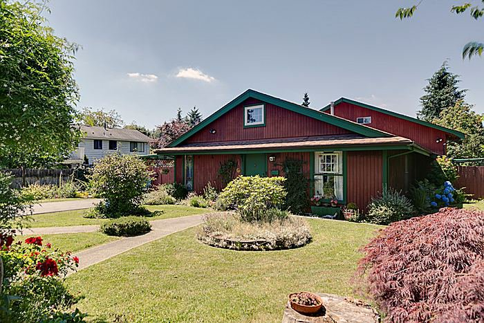Main Photo: 11921 Wicklow Way Maple Ridge 3 Bedroom & Den Rancher with Loft For Sale