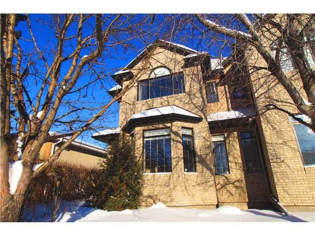 Main Photo: 708 24 AV NW in Calgary: Mount Pleasant Attached for sale : MLS®# C3647602
