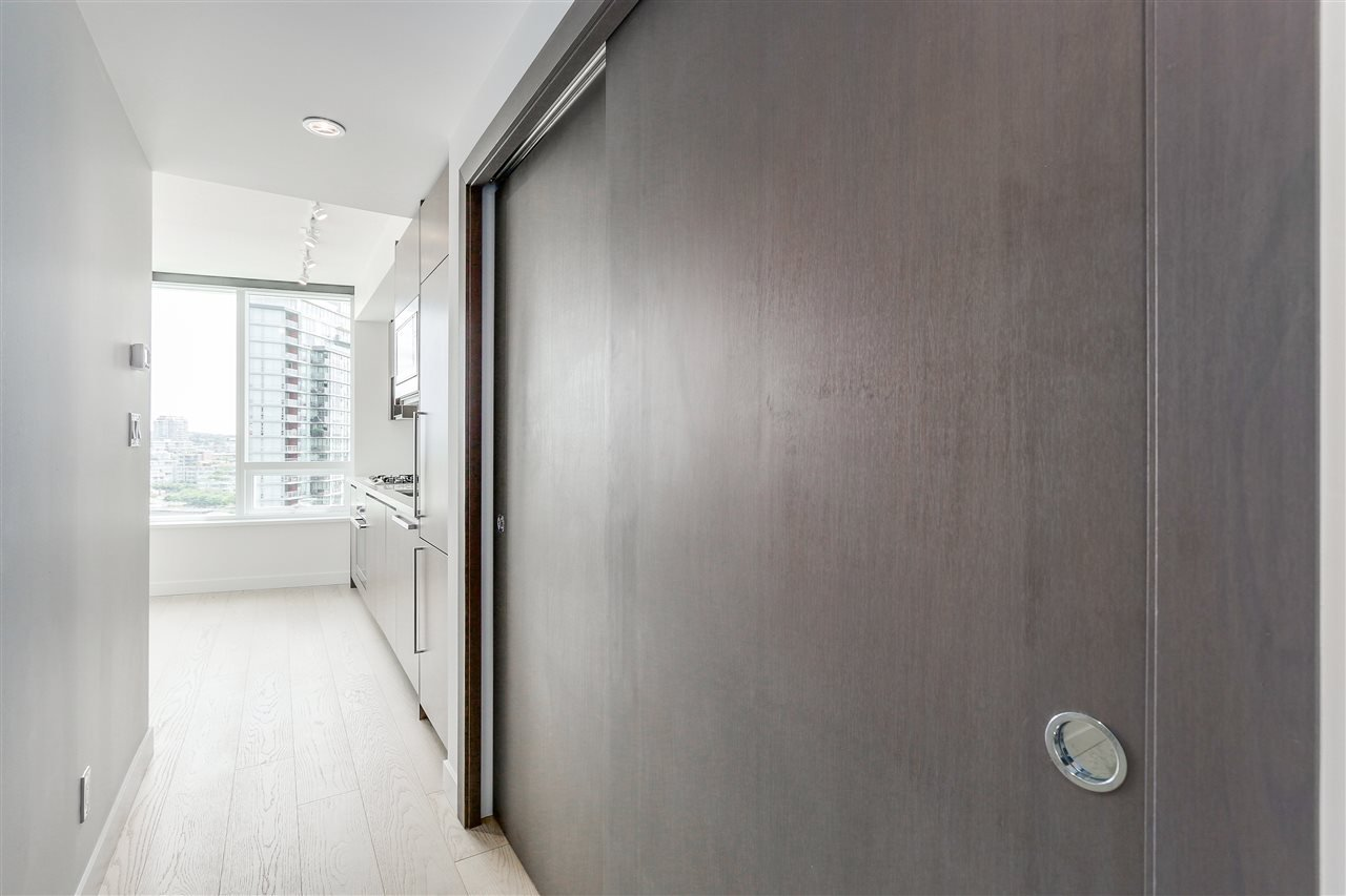 Photo 11: Photos: 1656 38 SMITHE STREET in Vancouver: Yaletown Condo for sale (Vancouver West)  : MLS®# R2095072