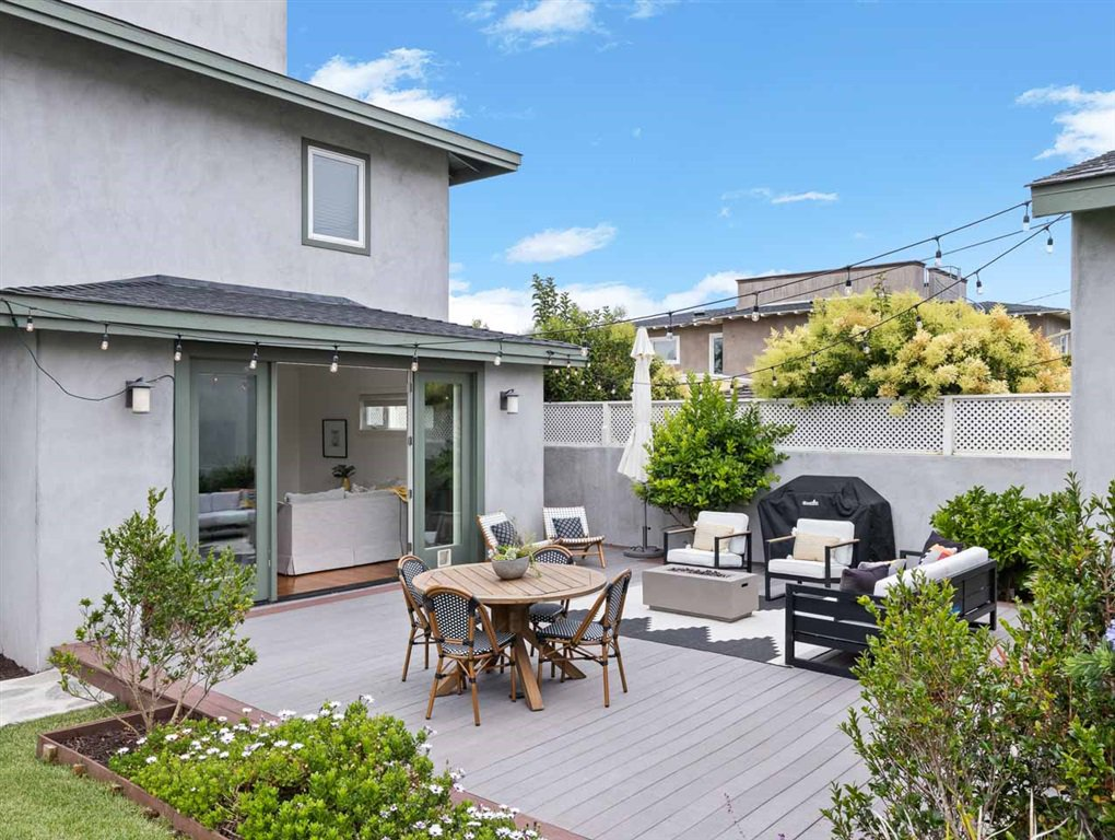 Main Photo: PACIFIC BEACH House for sale : 5 bedrooms : 1162 Beryl St in San Diego