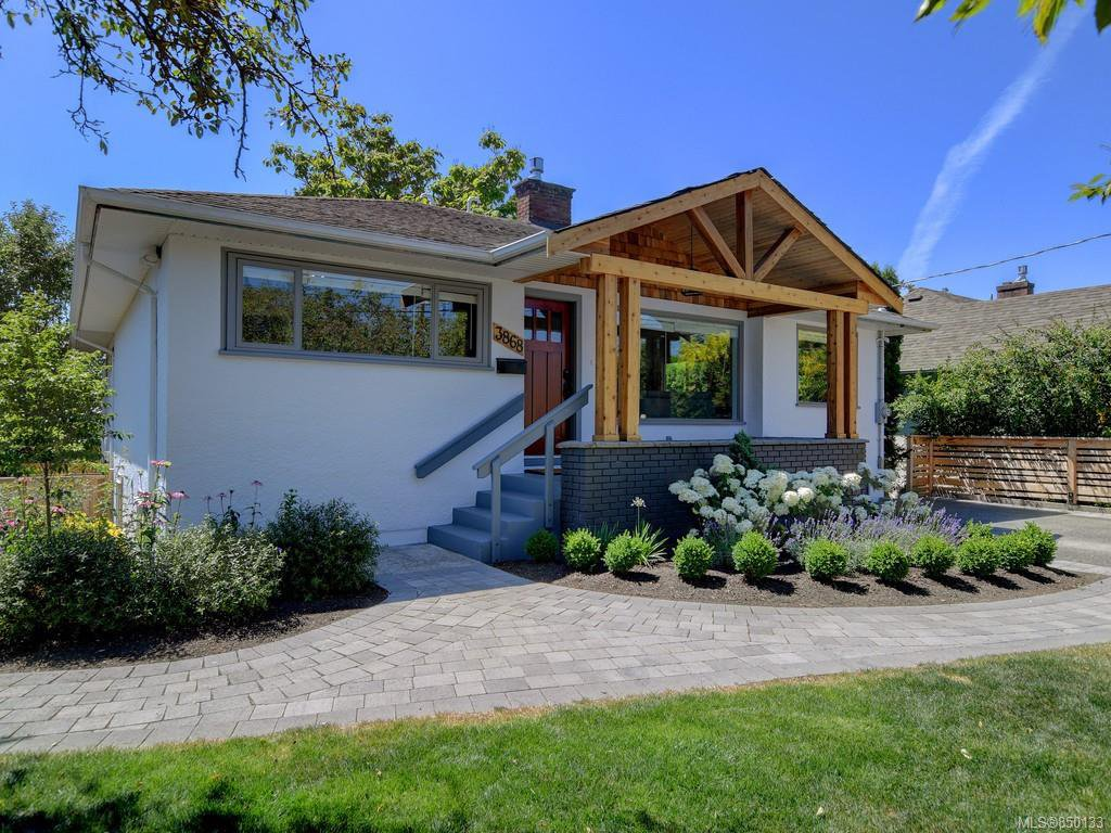 Main Photo: 3868 Carey Rd in : SW Tillicum House for sale (Saanich West)  : MLS®# 850133