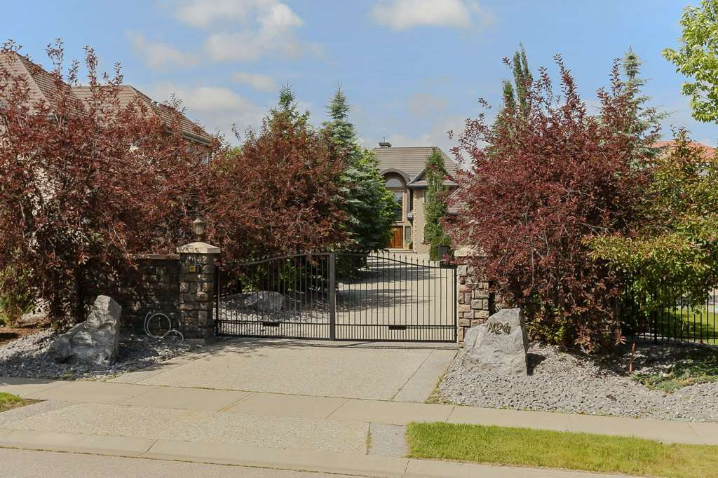 Main Photo: 1124 119 Street in Edmonton: Zone 16 House for sale : MLS®# E4219162