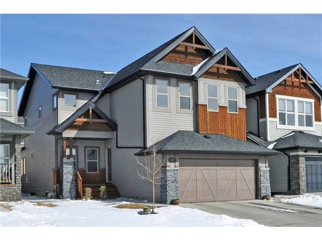 Main Photo: 227 TREMBLANT Way SW in CALGARY: Springbank Hill Residential Detached Single Family for sale (Calgary)  : MLS®# C3559150