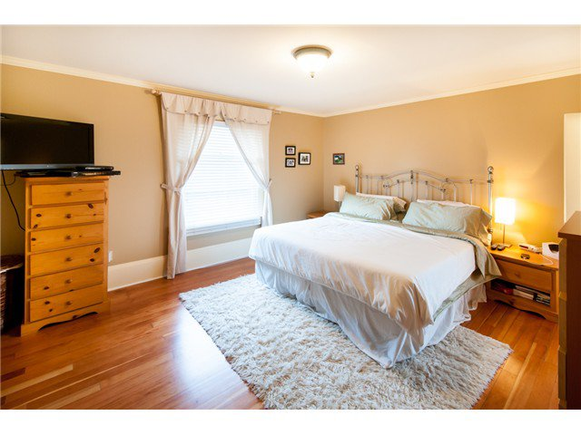 """Photo 8: Photos: 323 4TH ST in New Westminster: Queens Park House for sale in """"QUEENS PARK"""" : MLS®# V1001723"""