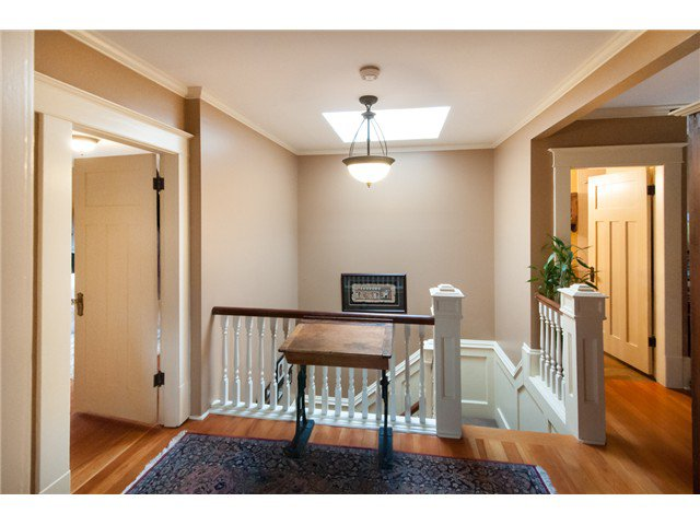 """Photo 7: Photos: 323 4TH ST in New Westminster: Queens Park House for sale in """"QUEENS PARK"""" : MLS®# V1001723"""