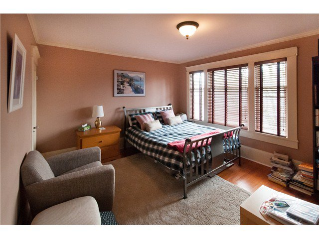 """Photo 9: Photos: 323 4TH ST in New Westminster: Queens Park House for sale in """"QUEENS PARK"""" : MLS®# V1001723"""