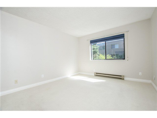 """Photo 15: Photos: 203 15317 THRIFT Avenue: White Rock Condo for sale in """"Nottingham"""" (South Surrey White Rock)  : MLS®# F1418103"""