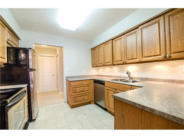 """Photo 7: Photos: 203 15317 THRIFT Avenue: White Rock Condo for sale in """"Nottingham"""" (South Surrey White Rock)  : MLS®# F1418103"""