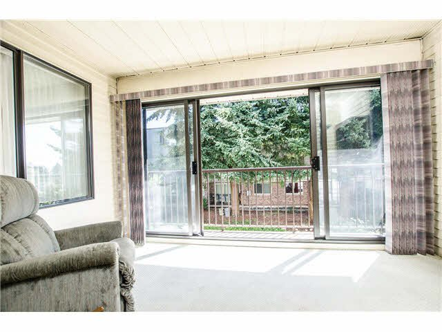 """Photo 5: Photos: 203 15317 THRIFT Avenue: White Rock Condo for sale in """"Nottingham"""" (South Surrey White Rock)  : MLS®# F1418103"""