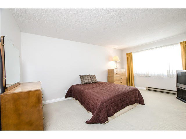 """Photo 10: Photos: 203 15317 THRIFT Avenue: White Rock Condo for sale in """"Nottingham"""" (South Surrey White Rock)  : MLS®# F1418103"""