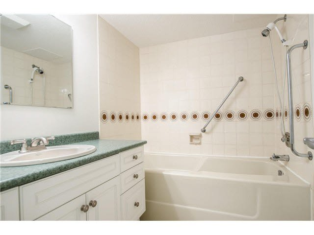 """Photo 14: Photos: 203 15317 THRIFT Avenue: White Rock Condo for sale in """"Nottingham"""" (South Surrey White Rock)  : MLS®# F1418103"""