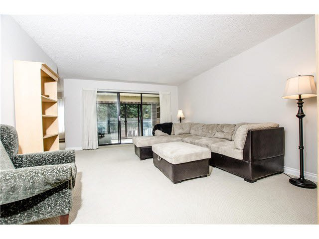 """Photo 3: Photos: 203 15317 THRIFT Avenue: White Rock Condo for sale in """"Nottingham"""" (South Surrey White Rock)  : MLS®# F1418103"""