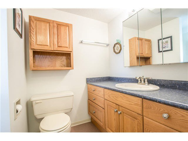 """Photo 12: Photos: 203 15317 THRIFT Avenue: White Rock Condo for sale in """"Nottingham"""" (South Surrey White Rock)  : MLS®# F1418103"""