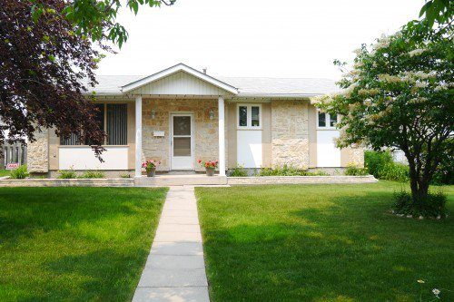 Main Photo: 7 Lakeglen Drive in Winnipeg: Waverley Heights Single Family Detached for sale (South Winnipeg)  : MLS®# 1518742
