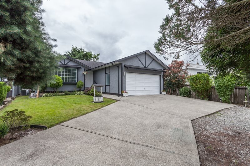 Main Photo: 22826 124B AVENUE in Maple Ridge: East Central House for sale : MLS®# R2088935